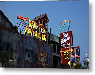 Ripleys Haunted Adventure And The Gay Dolphin-myrtle Beach South Carolina Metal Print by Suzanne Gaff