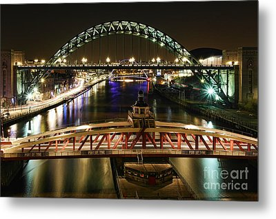 Metal Print featuring the photograph River Tyne At Night by Les Bell