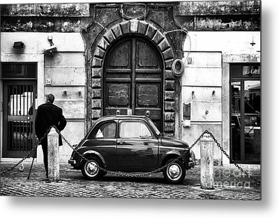 Roma Streets In Black And White Metal Print by John Rizzuto