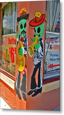 Roswell Aliens Metal Print by Gregory Dyer