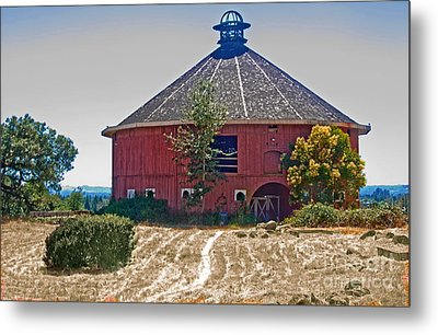 Round Barn Metal Print by Helen Haw