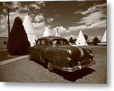 Route 66 - Wigwam Motel And Classic Car 6 Metal Print by Frank Romeo
