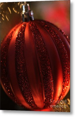 Metal Print featuring the photograph Ruby Red Christmas by Linda Shafer