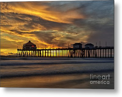 Ruby's At Surf City Metal Print by Peter Dang