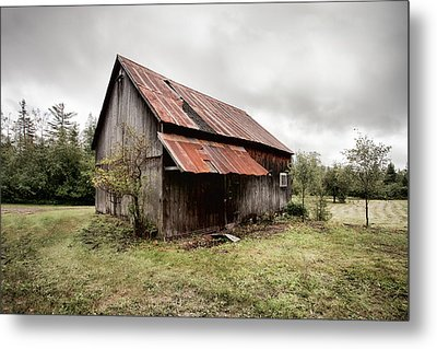 Rusty Tin Roof Barn Metal Print by Gary Heller