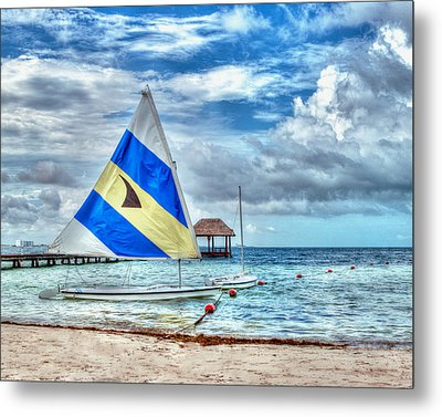 Sailing In Cancun Metal Print by William Havle