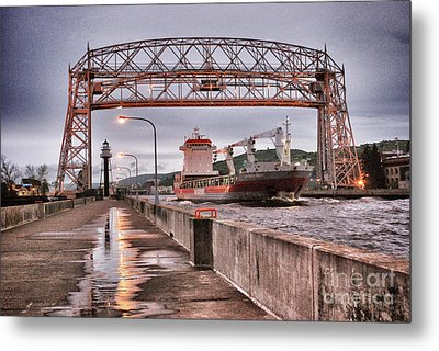 Sailing Through The Duluth Aerial Lift Bridge Metal Print