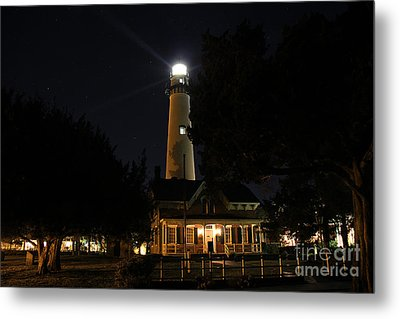 Saint Simons Lighthouse Metal Print by Leslie Kirk