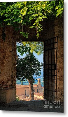 San Gimignano Door Metal Print by Inge Johnsson
