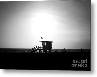 Santa Monica Lifeguard Tower In Black And White Metal Print by Paul Velgos