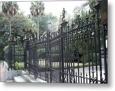 Savannah Georgia Mansion With Black Rod Iron Gates Metal Print by Kathy Fornal