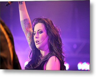 Saying Goodnight To Her Fans Metal Print by Shoal Hollingsworth