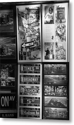 Scenes Of New York In Black And White Metal Print by Rob Hans