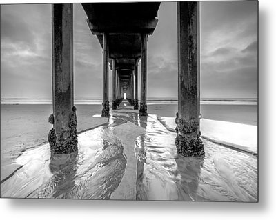 Scripps Pier Black And White Metal Print