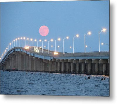 Seaside Big Moon - Linda Andrews Metal Print by Robert Henne