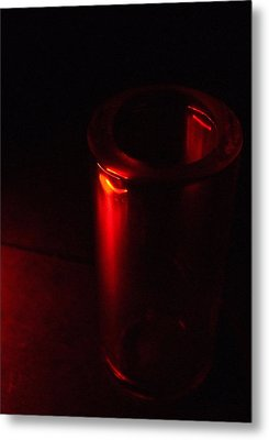 Seeing Red Metal Print by Everett Bowers