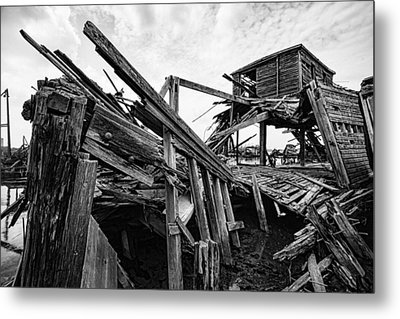 Shiver My Timbers - Ship Graveyard - Black And White Metal Print by Gary Heller