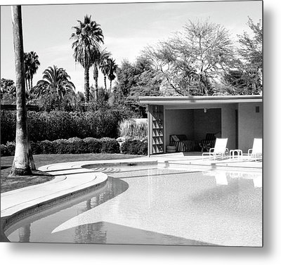 Sinatra Pool And Cabana Bw Palm Springs Metal Print by William Dey