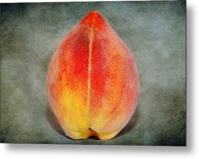 Metal Print featuring the photograph Single Peach by Linda Segerson