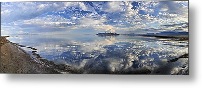 Metal Print featuring the photograph Slow Ripples Over The Shallow Waters Of The Great Salt Lake by Sebastien Coursol