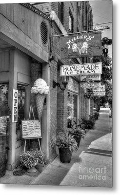 Small Town America 2 Bw Metal Print by Mel Steinhauer