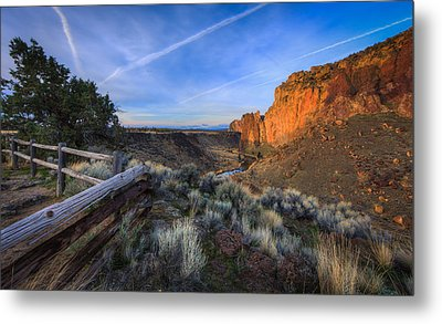 Smith Rock At Sunrise Metal Print by Everet Regal