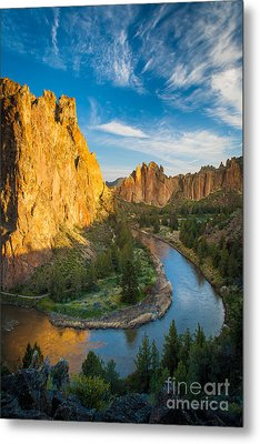 Smith Rock River Bend Metal Print by Inge Johnsson