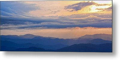 Metal Print featuring the photograph Smoky Rise by David Stine