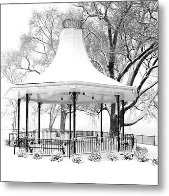 Smothers Park Gazebo Metal Print by Wendell Thompson