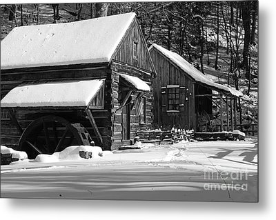 Snow Bound In Black And White Metal Print by Paul Ward
