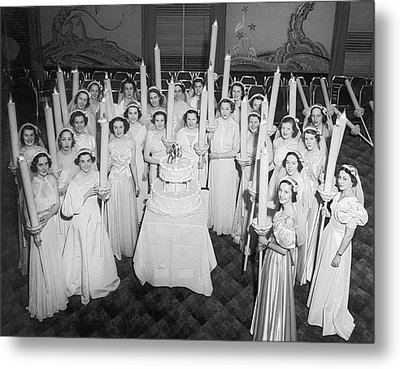 Society Girls At Birthday Ball Metal Print by Underwood Archives