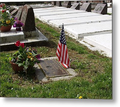 Soldiers Final Resting Place Metal Print by Ron Roberts