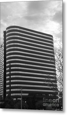 Soutfield Round Hi Rise Black And White Metal Print by Bill Woodstock