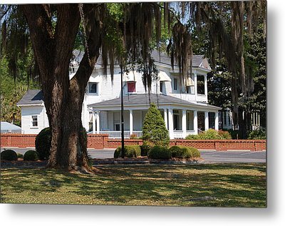 Metal Print featuring the photograph Southern Charm by Linda Brown
