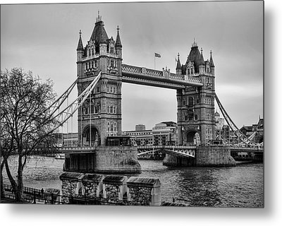 Spanning The Thames Metal Print by Heather Applegate