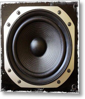 Speaker Metal Print by Les Cunliffe