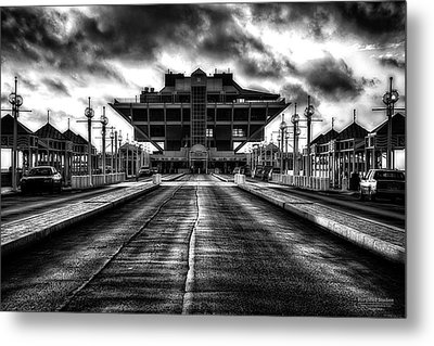 St Petersburg Pier In Monochrome Hdr Metal Print by Michael White