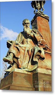 Statue  Kelvingrove Park Glasgow Metal Print by David Davies