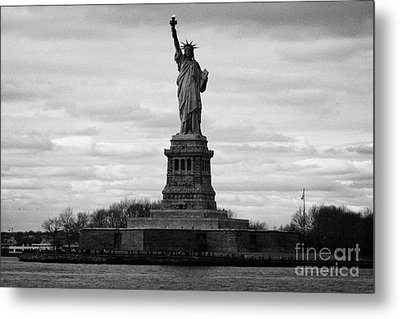 Statue Of Liberty Liberty Island New York City Usa Metal Print by Joe Fox