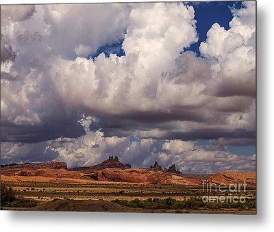 Storm Over Monument Valley Metal Print by Janice Rae Pariza