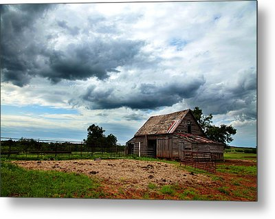 Storms Loom Over Barn On The Prairie Metal Print