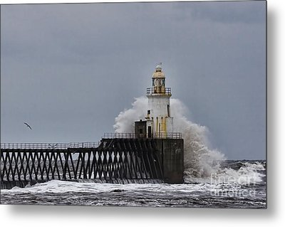Metal Print featuring the photograph Stormy Sea At Blyth by Les Bell