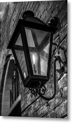 Street Light In Black And White Metal Print by John McGraw