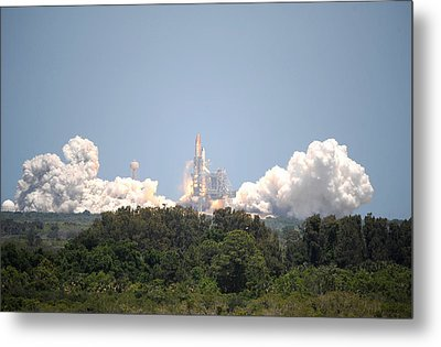 Metal Print featuring the photograph Sts-132, Space Shuttle Atlantis Launch by Science Source