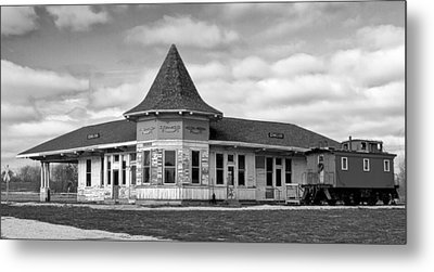 Metal Print featuring the photograph Sturtevant Old Hiawatha Depot In Hdr by Ricky L Jones