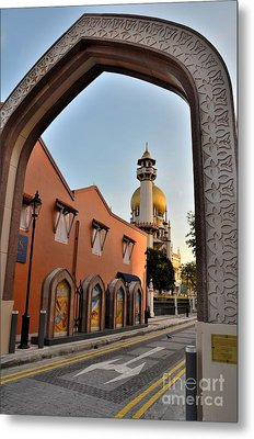 Sultan Mosque Arab Street Thru Arch Singapore Metal Print by Imran Ahmed