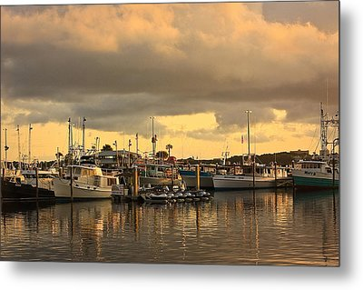 Metal Print featuring the photograph Sundown In The Bay... by Tammy Schneider