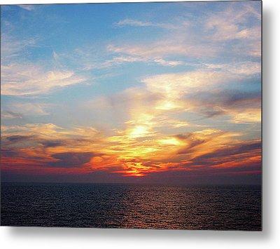 Sunrise At Sea Metal Print by Susan Savad
