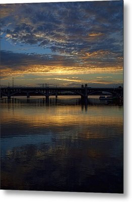 Sunrise At Tempe Town Lake Metal Print by Elaine Snyder