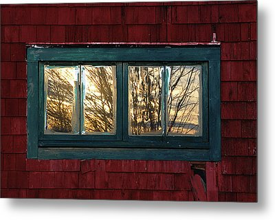 Metal Print featuring the photograph Sunrise In Old Barn Window by Susan Capuano